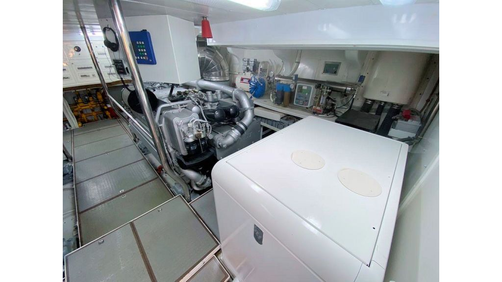 Maiora 32 DP 2010 Motor Yacht (81)