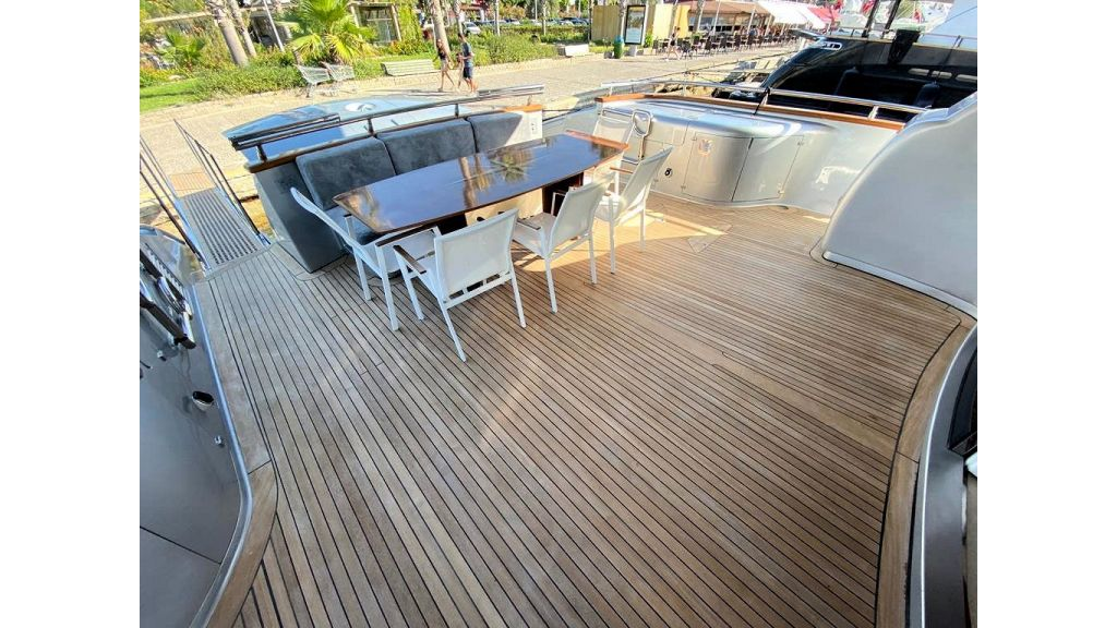 Maiora 32 DP 2010 Motor Yacht (9)