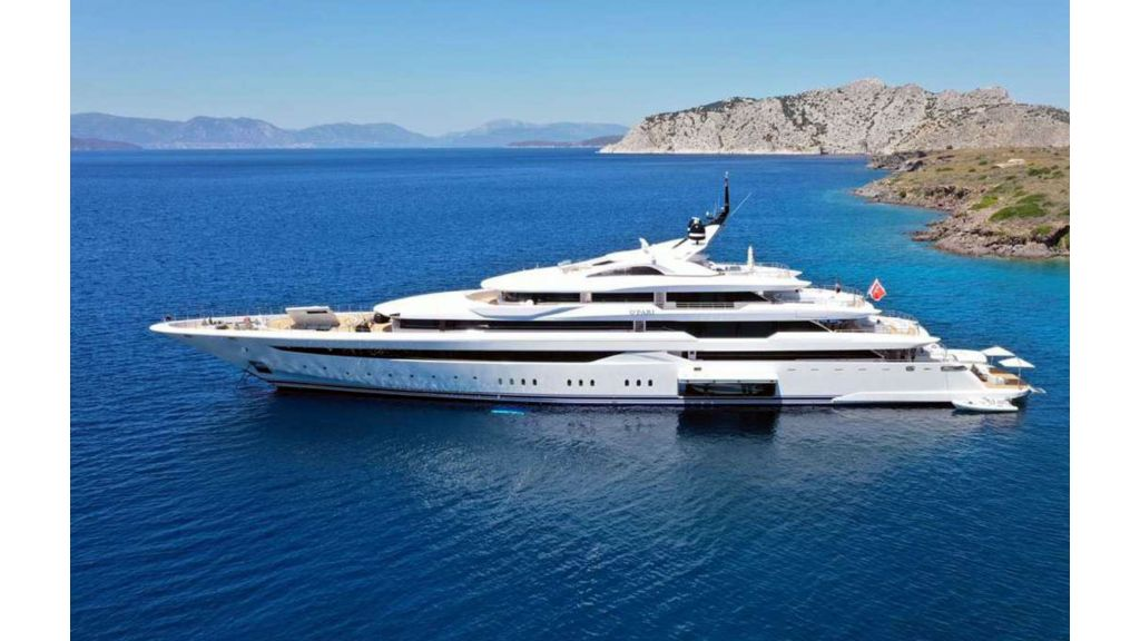 Q'Pari Super Yacht (1)