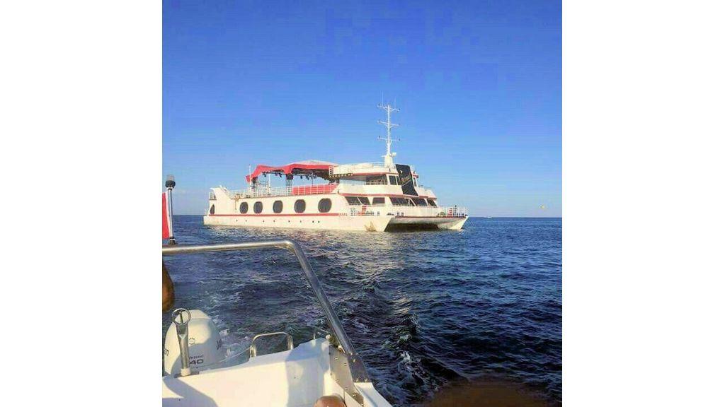 Night Club Catamaran (11)