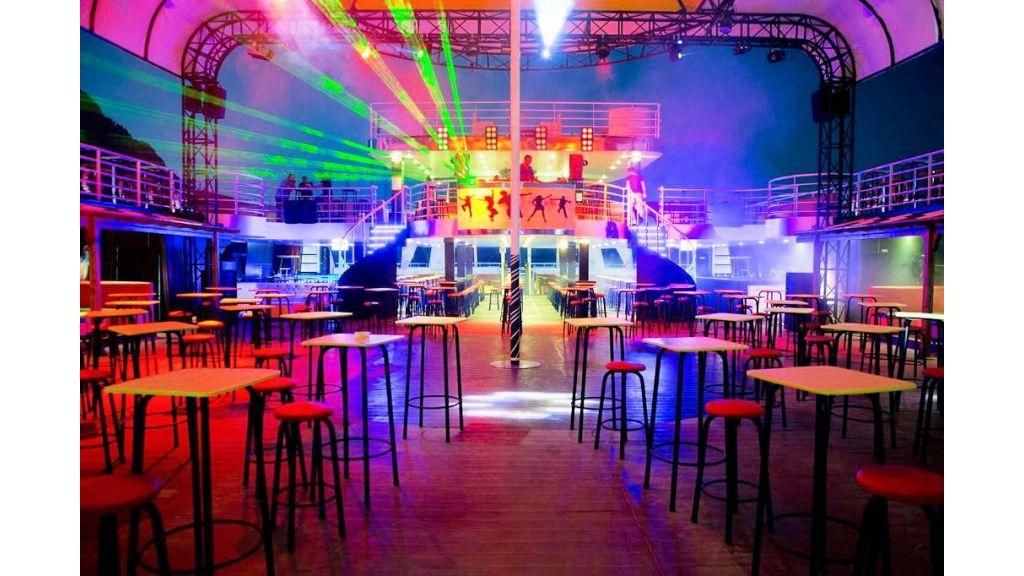 Night Club Catamaran (15)