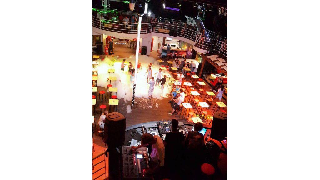 Night Club Catamaran (18)