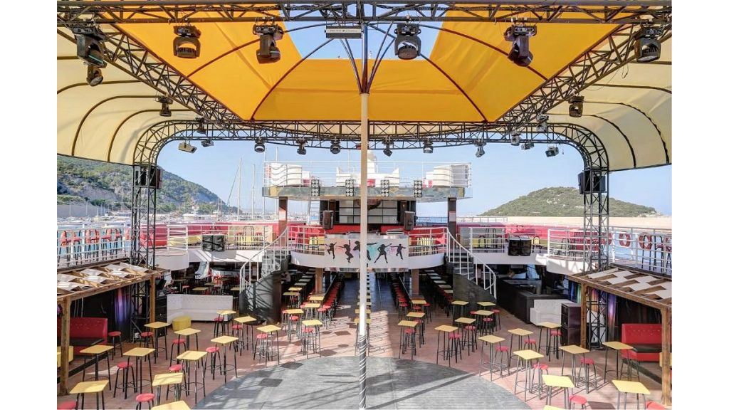 Night Club Catamaran (20)