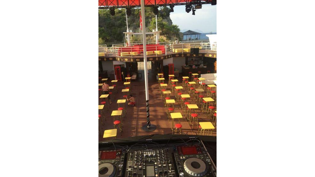 Night Club Catamaran (26)