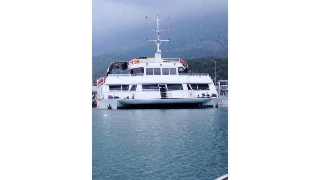 Night Club Catamaran (3)