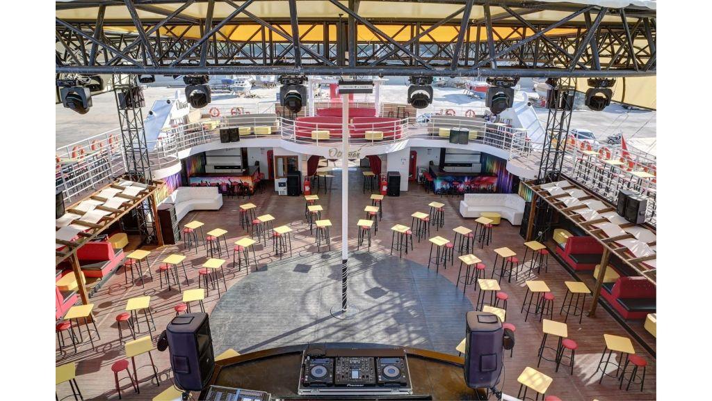 Night Club Catamaran (31)