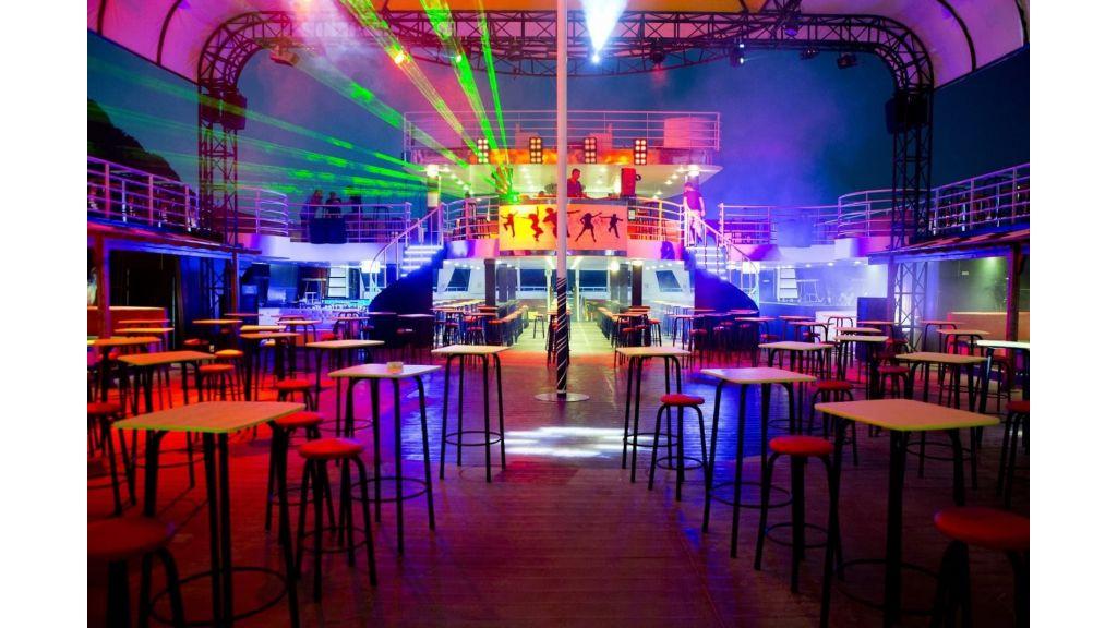 Night Club Catamaran (36)