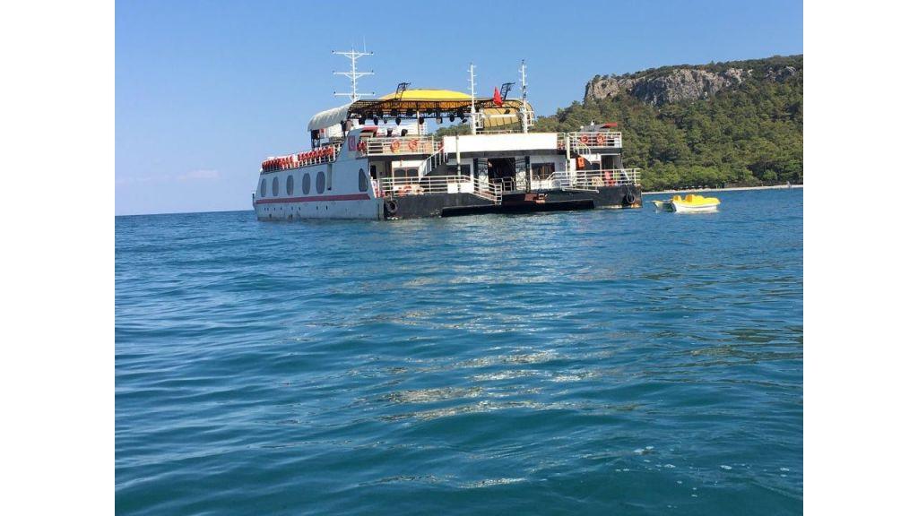 Night Club Catamaran (4)