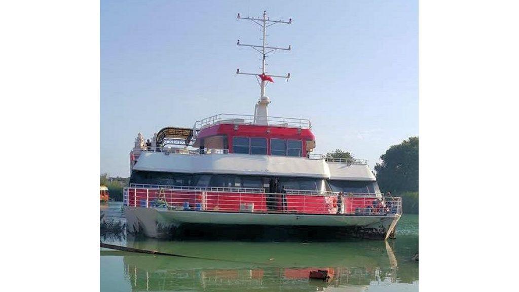 Night Club Catamaran (6)