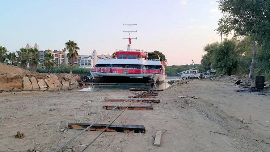 Night Club Catamaran (8)