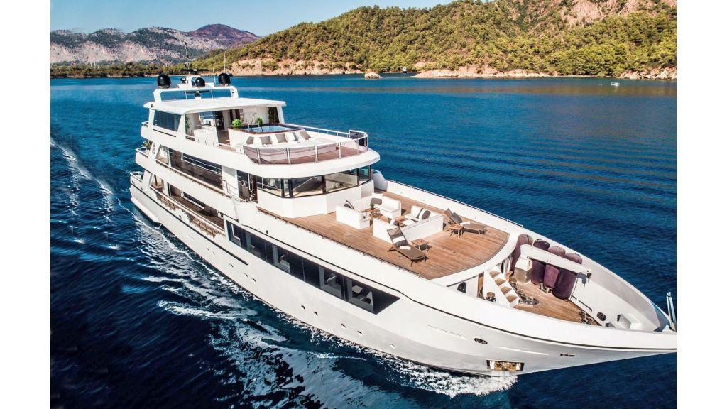 Trideck 45m Motor Yacht (1)