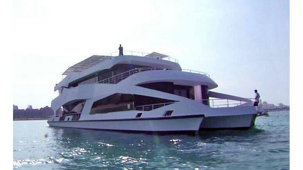 Luxury Floating House (1)