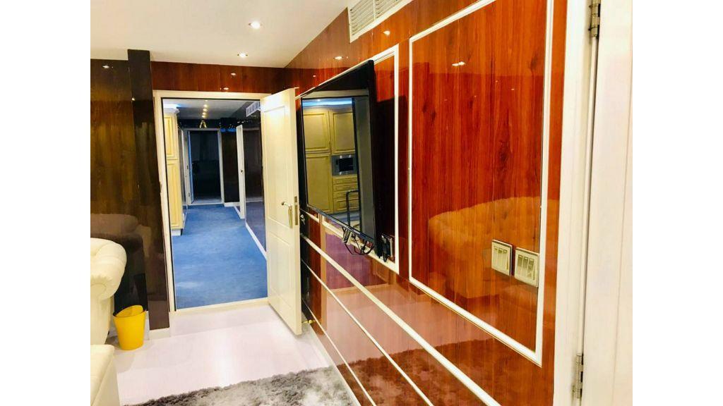 Luxury Floating House (15)