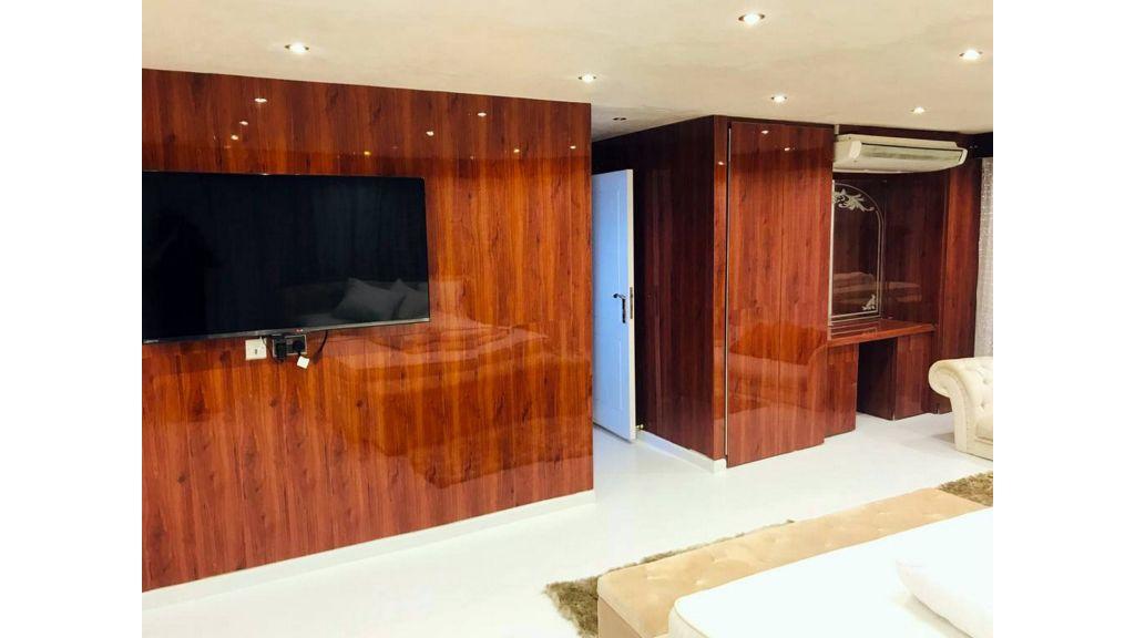 Luxury Floating House (18)