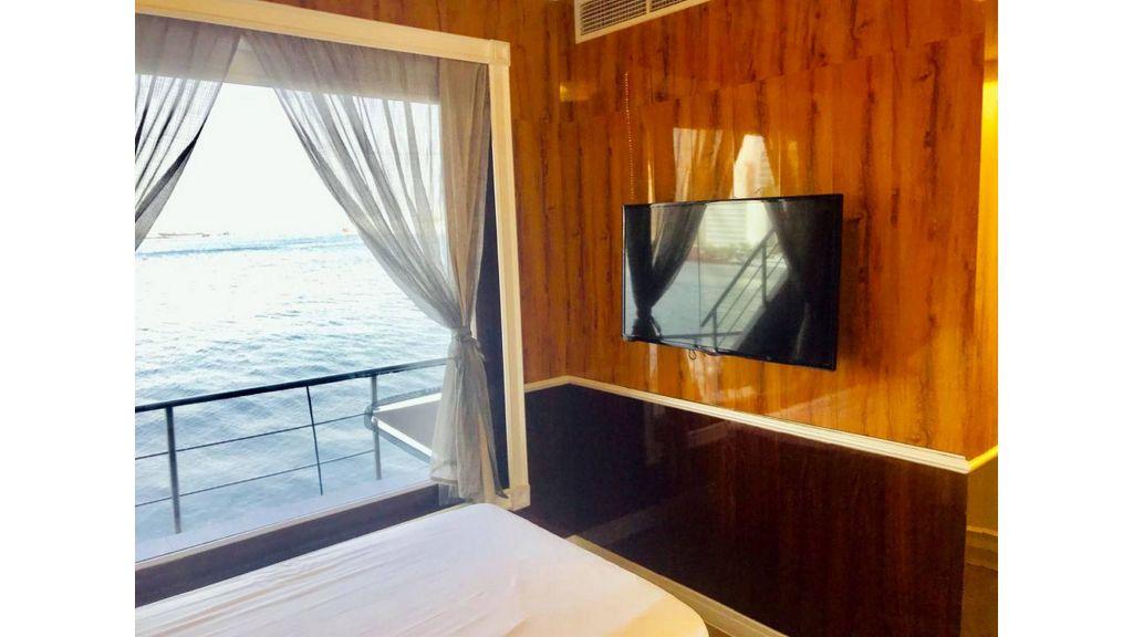Luxury Floating House (22)