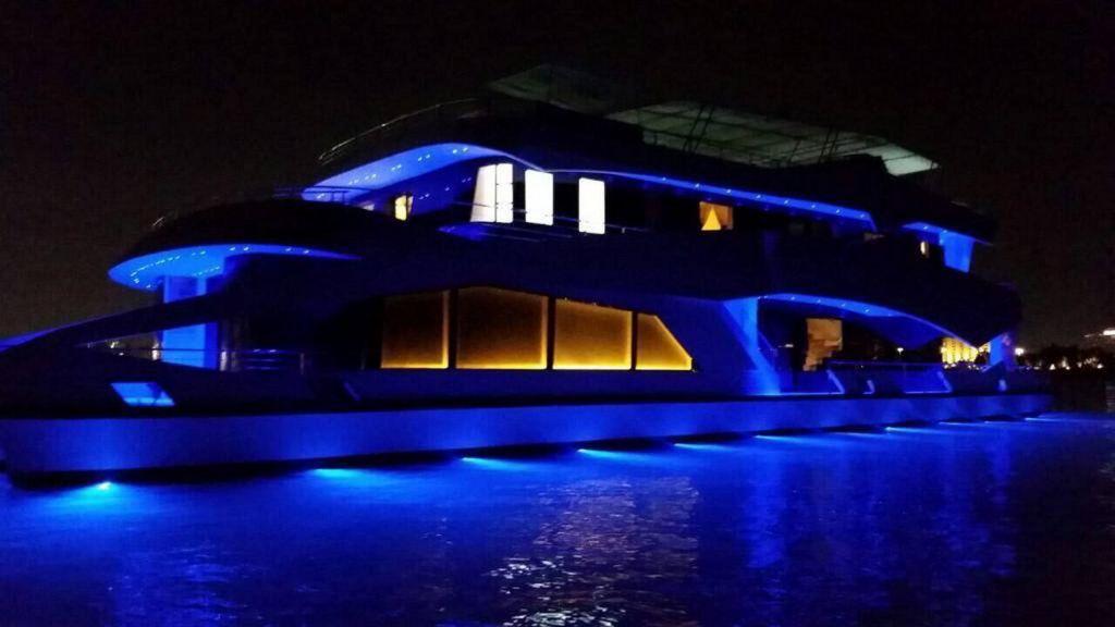 Luxury Floating House (25)