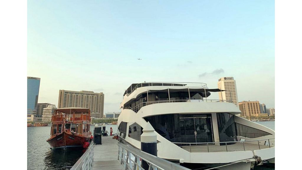 Luxury Floating House (4)