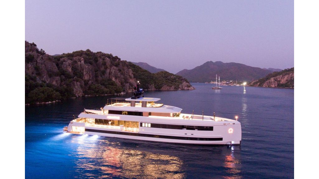 Aquarius Luxury Yacht (3)