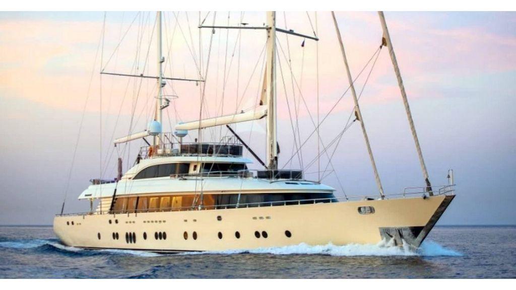 Aresteas Luxury Motor Sailer (2)