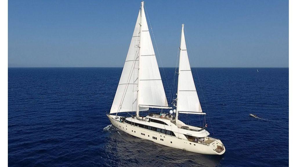 Aresteas Luxury Motor Sailer (22)