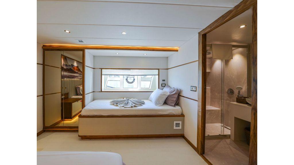 Explore motor yacht Floki (13)
