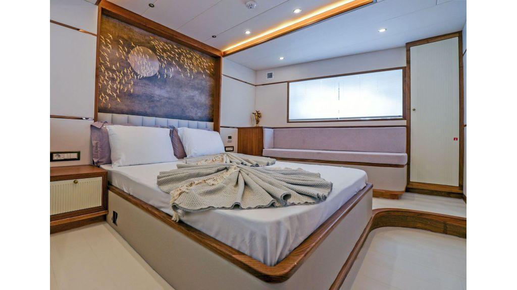 Explore motor yacht Floki (2)
