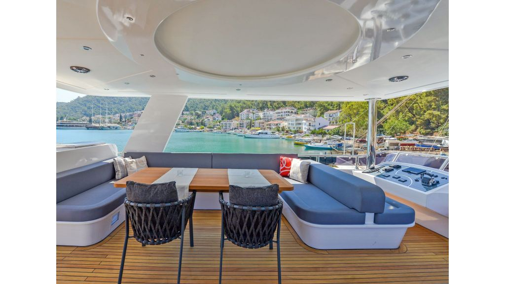 Explore motor yacht Floki (25)
