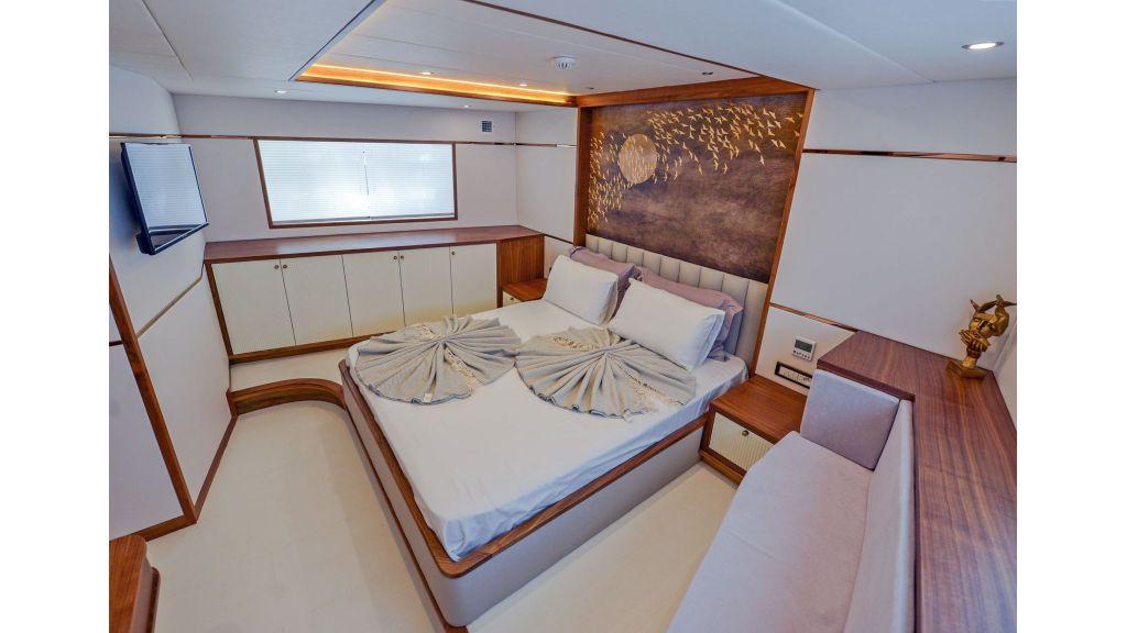 Explore motor yacht Floki (30)
