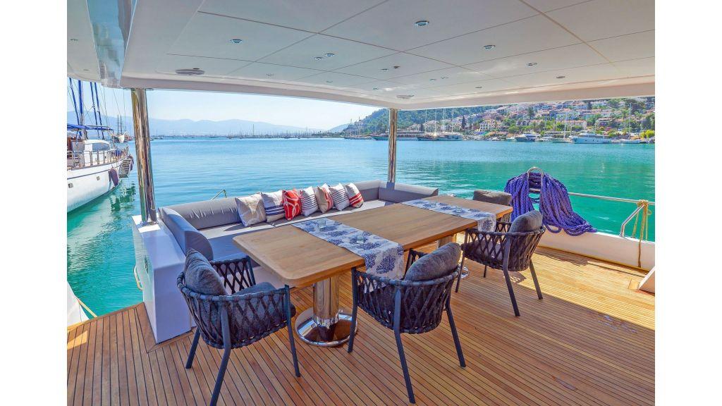 Explore motor yacht Floki (31)