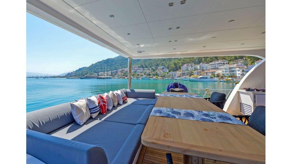 Explore motor yacht Floki (32)