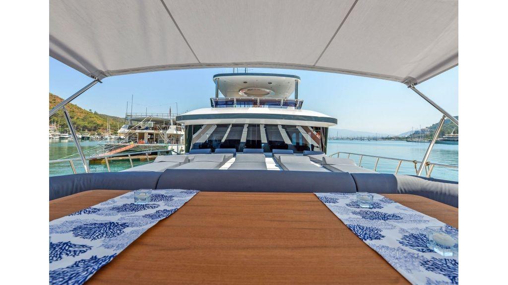 Explore motor yacht Floki (33)