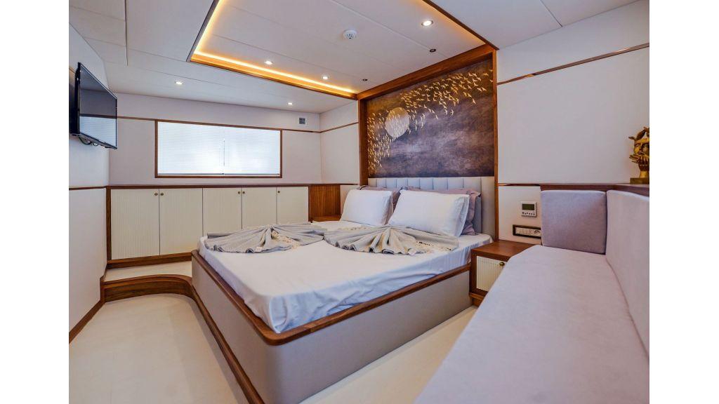 Explore motor yacht Floki (34)