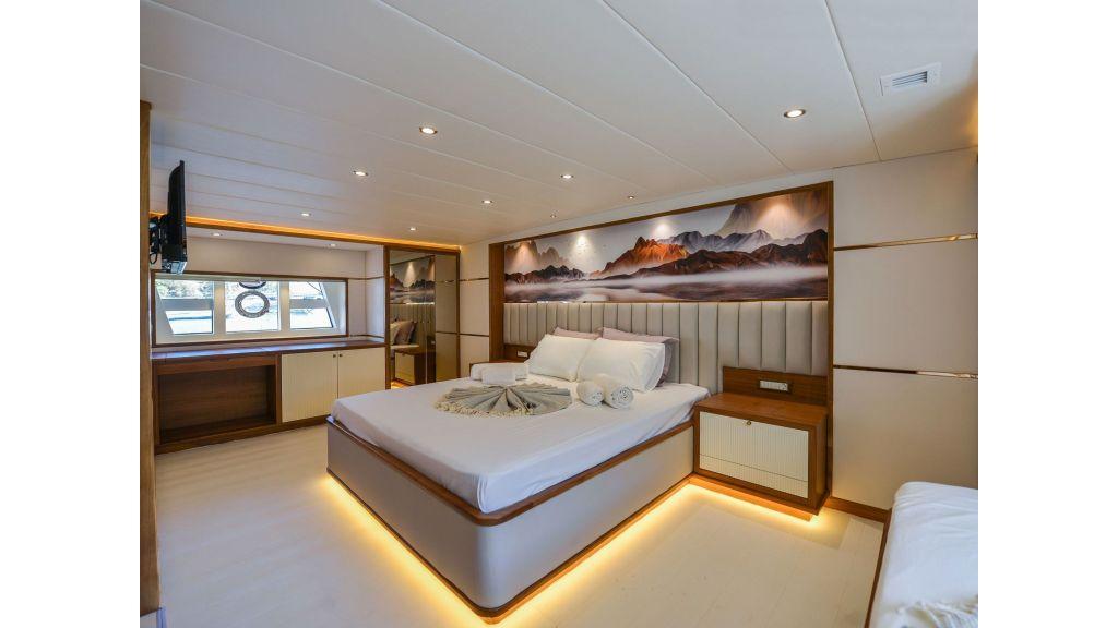 Explore motor yacht Floki (9)