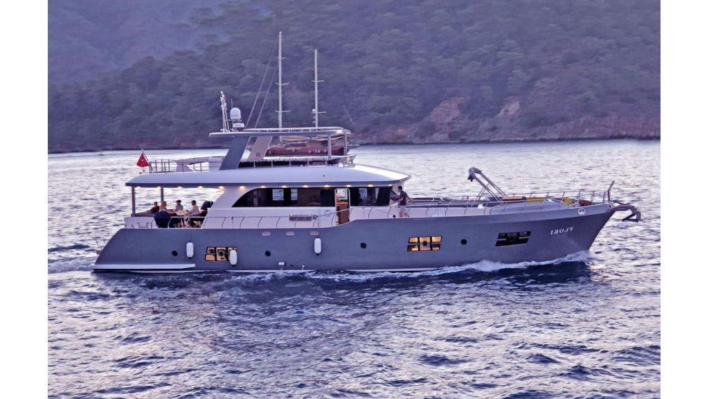 Explore motor yacht Floki