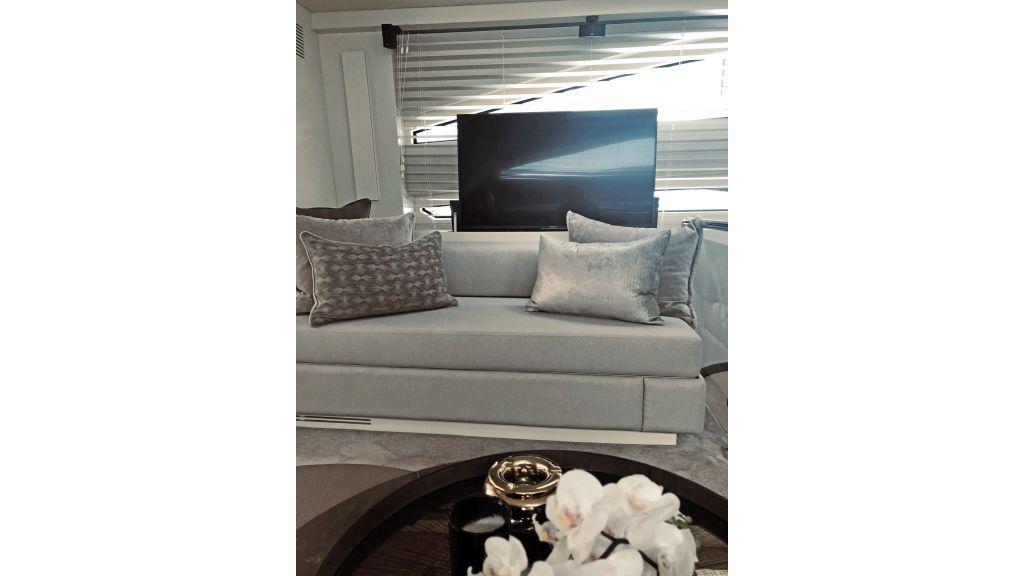 Goldfinger Luxury Motor Yacht (11)