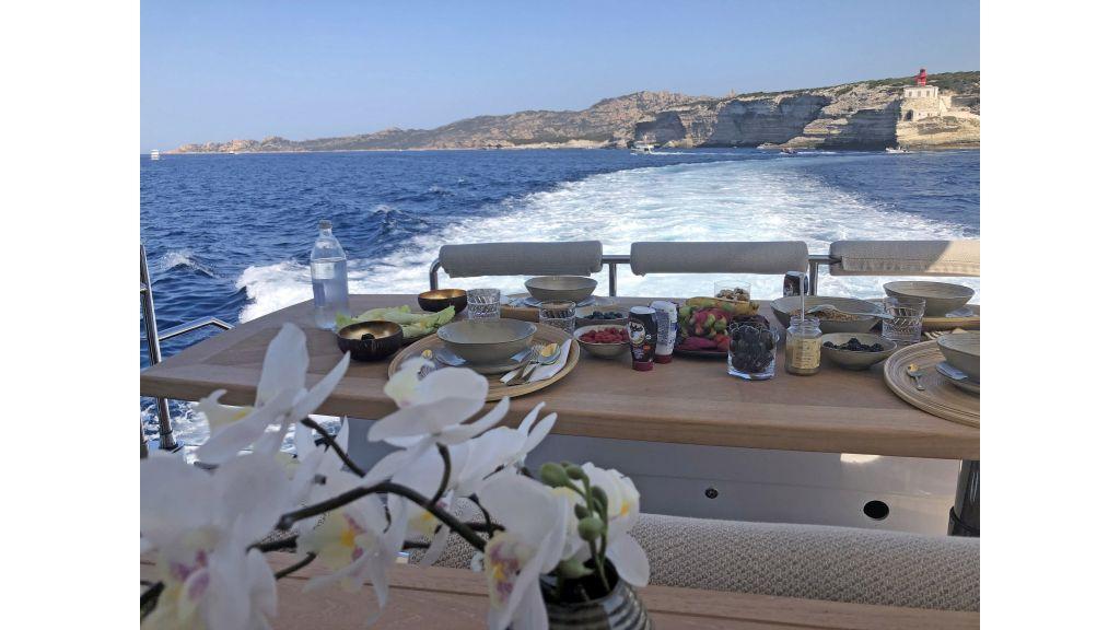 Goldfinger Luxury Motor Yacht (14)