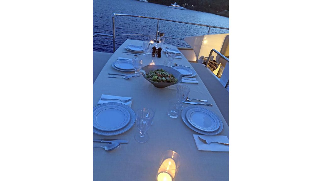Goldfinger Luxury Motor Yacht (21)