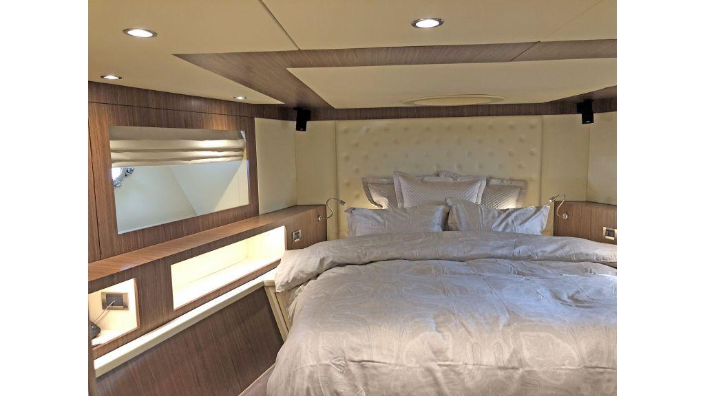 Goldfinger Luxury Motor Yacht (39)
