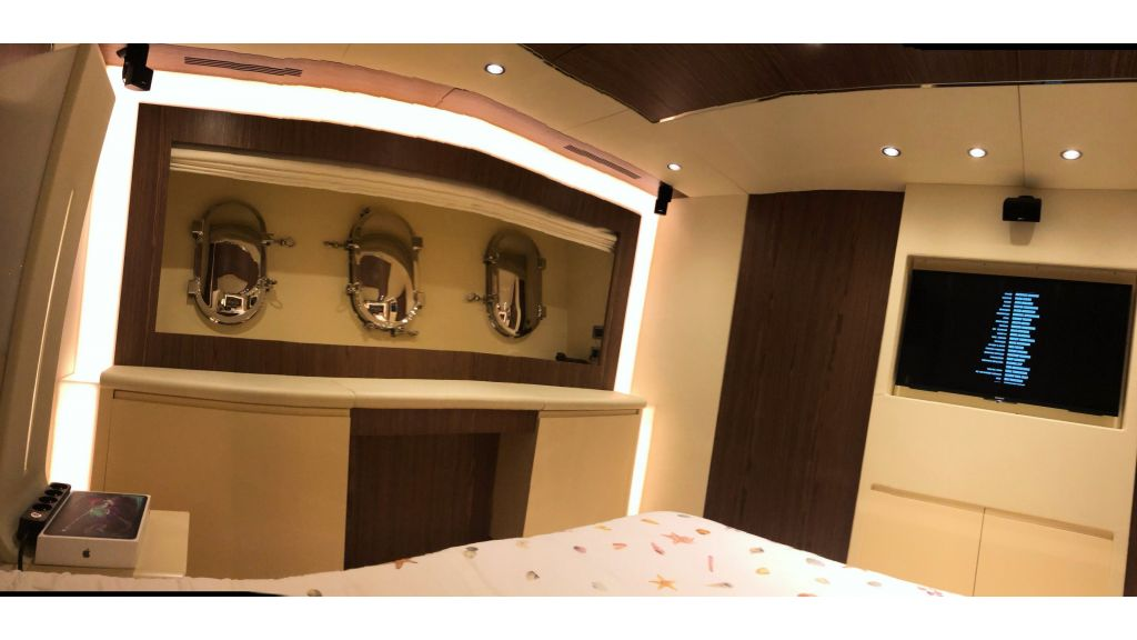 Goldfinger Luxury Motor Yacht (41)