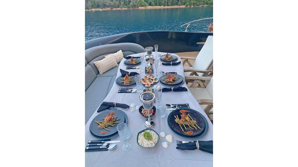 Klas luxury power catamaran (11)