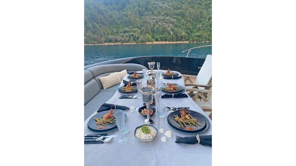 Klas luxury power catamaran (12)