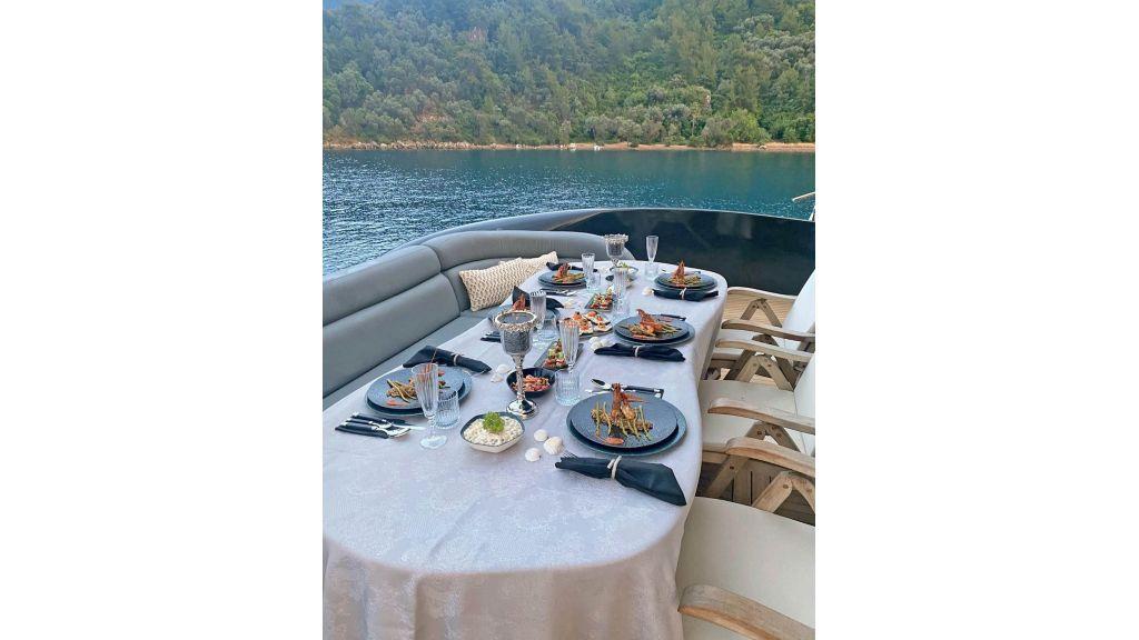 Klas luxury power catamaran (14)
