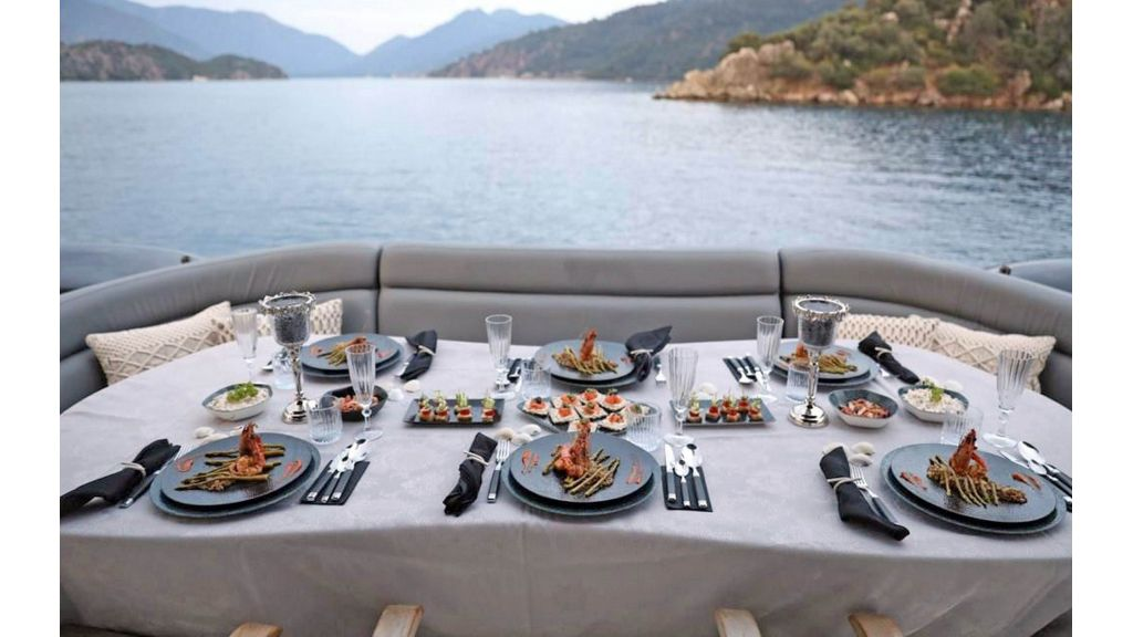 Klas luxury power catamaran (15)