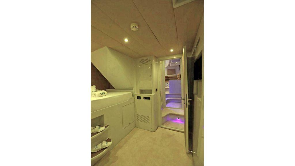 Klas luxury power catamaran (24)