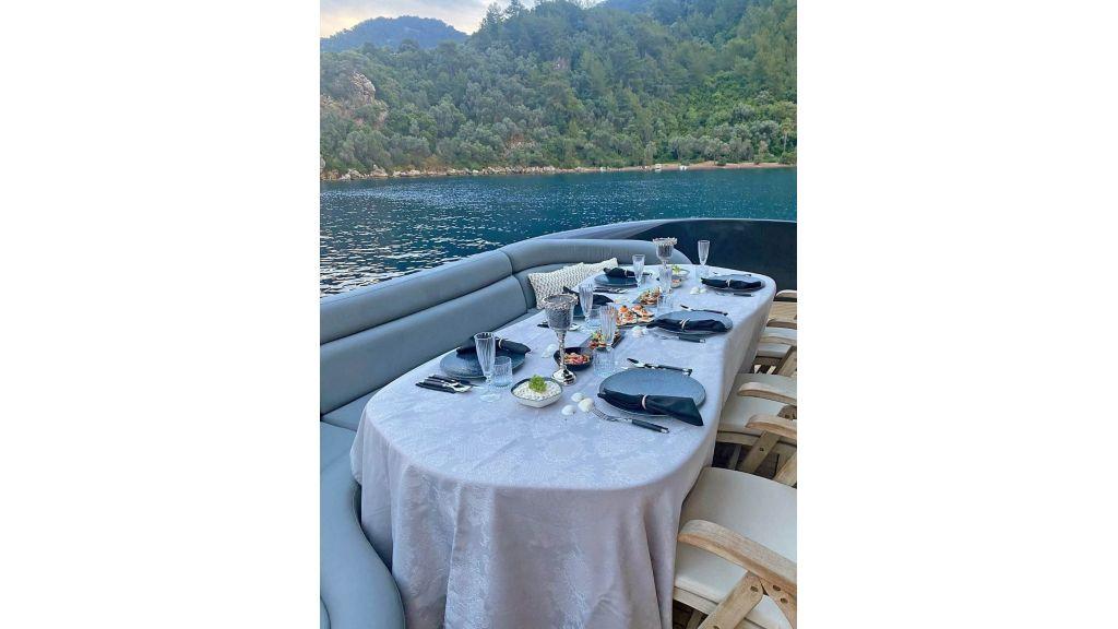 Klas luxury power catamaran (26)