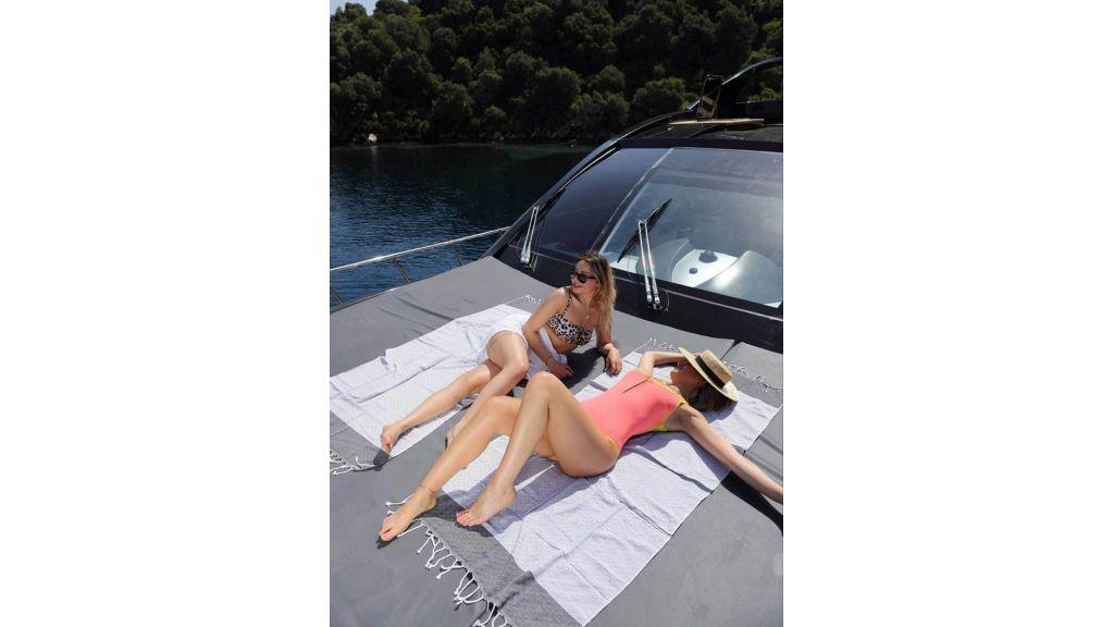 Klas luxury power catamaran (3)