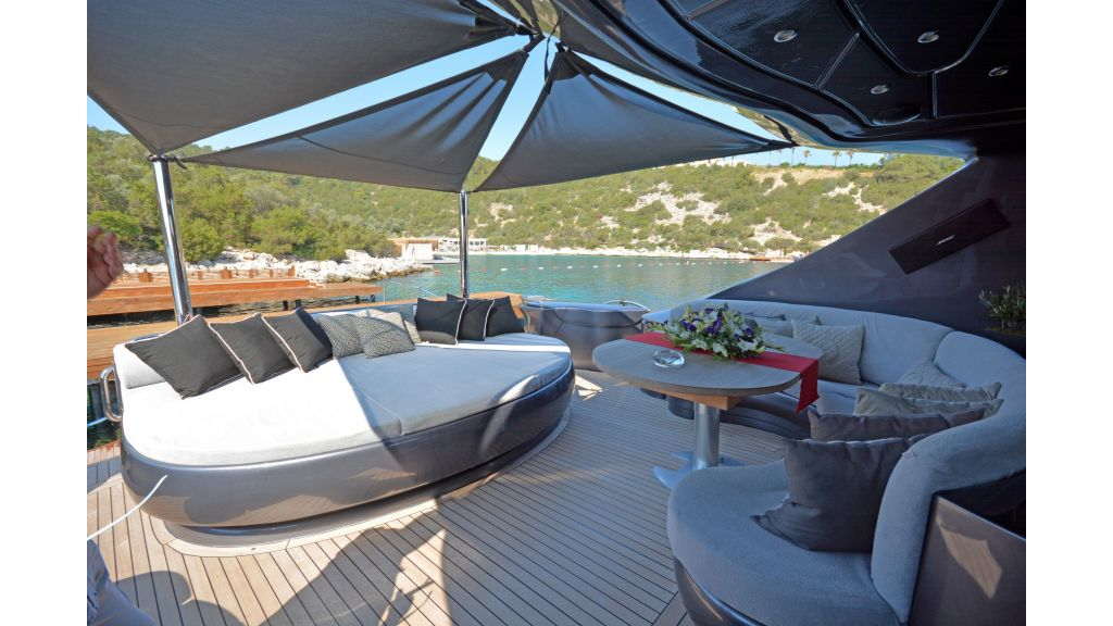 Pershing 88 For Charter (54)