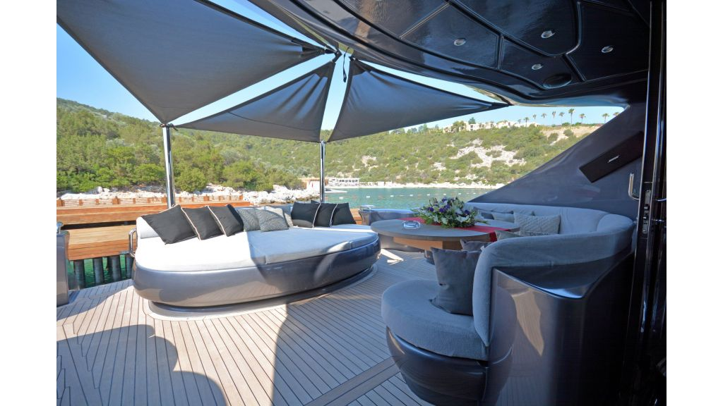 Pershing 88 For Charter (64)