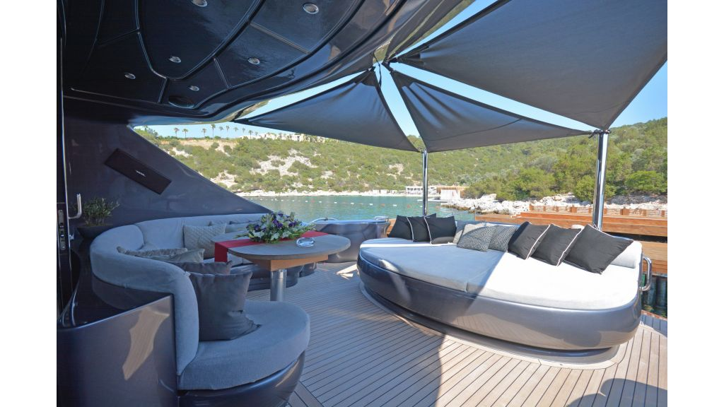 Pershing 88 For Charter (65)