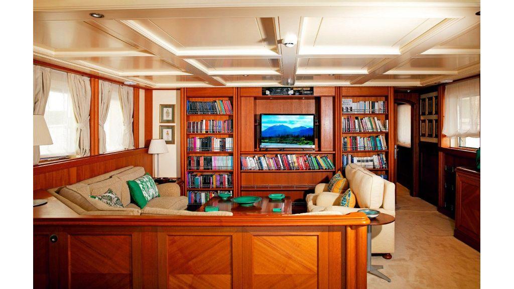Timeless Styling Motoryacht (10)